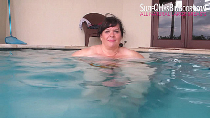 Suzie 44K Big Tits in the Pool