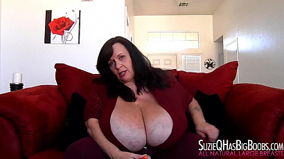 Suzie Jiggling Tits so Hot
