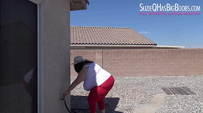Suzie 44K Titty Play Outside