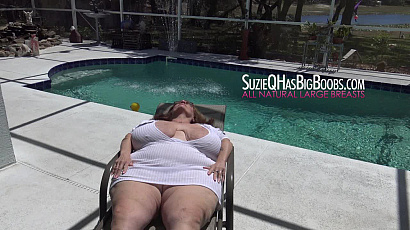 Suzie Fingering Pussy at the Pool