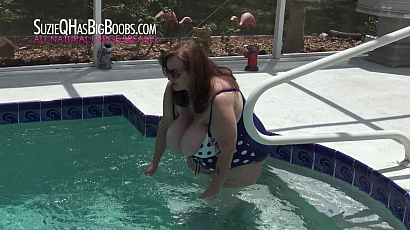 Suzie Big Tits Floating in the Pool