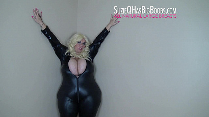 Suzie 44K Dirty Talk Leather Tit Play