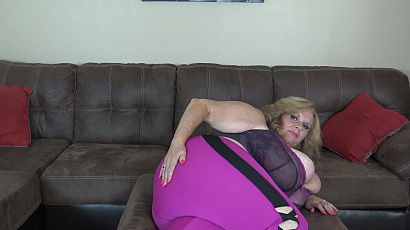 Suzie Booty and Boobs Play
