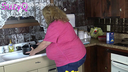 Suzie 44K Kitchen Big Tits Play