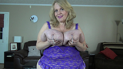 Suzie 44K Nipple Rings