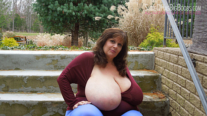 Suzie 44K Big Boobs Outside